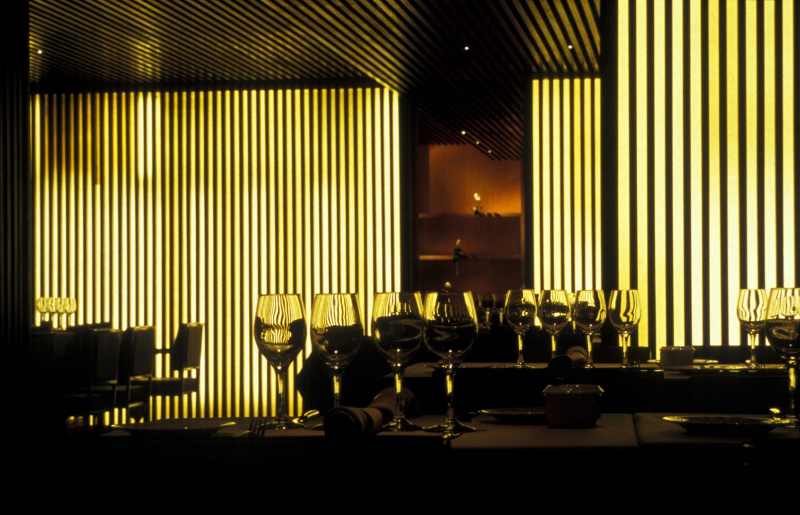 Restaurante attic interiorismo dani freixes varis arquitectes - Restaurante attic barcelona ...